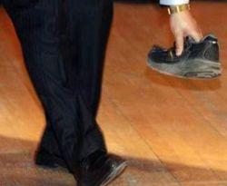 lempar-sepatu
